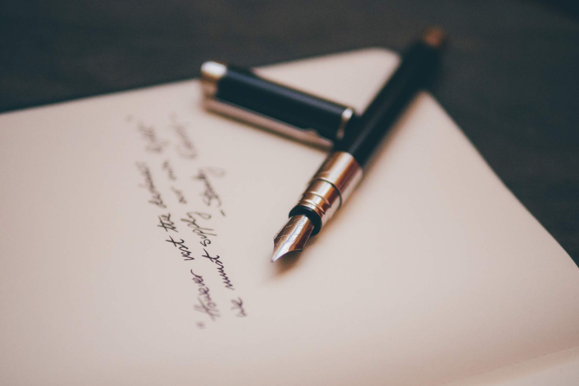 Hintergrundbild Stift und Papier
